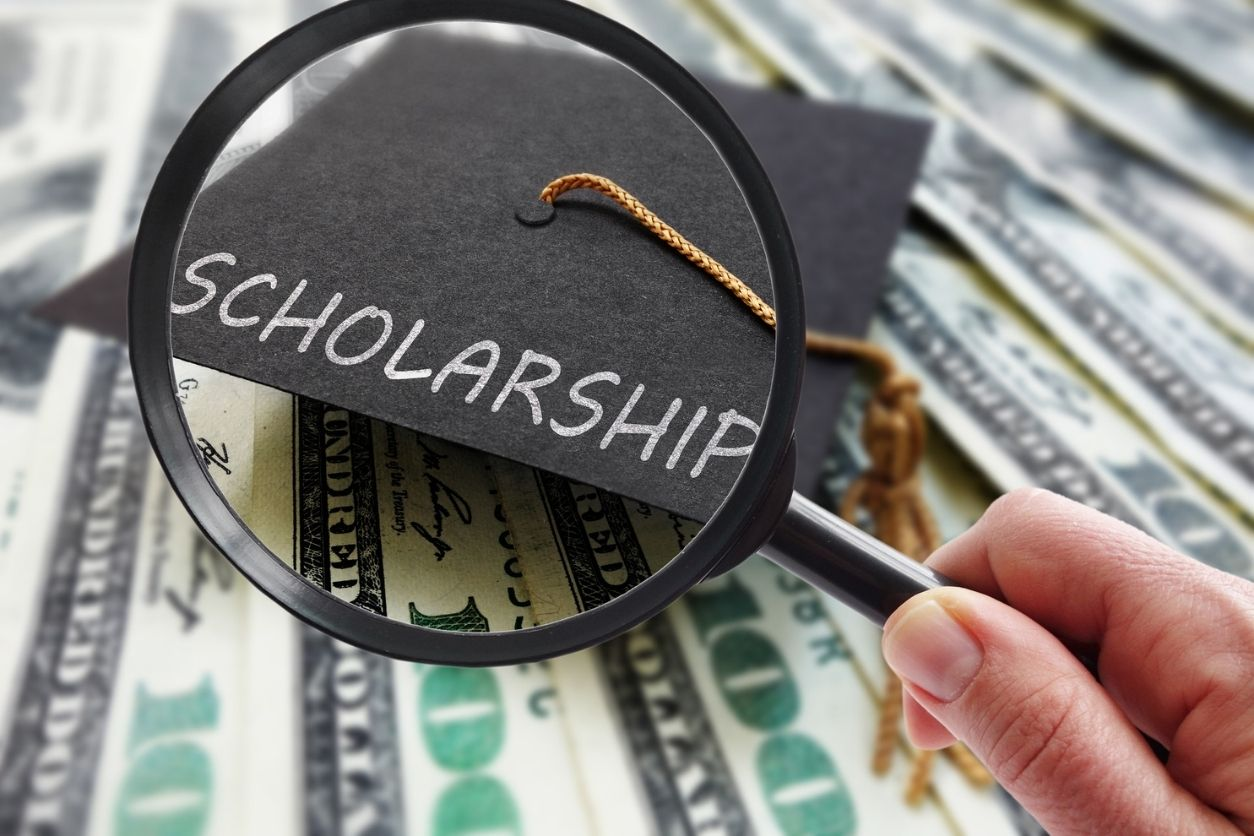 What You Need To Know About Combining Athletic and Academic Scholarships - captainu college sports recruiting blog article